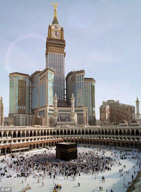 Chiêm ngưỡng đồng hồ 4 mặt lớn nhất thế giới tại Ả Rập 1